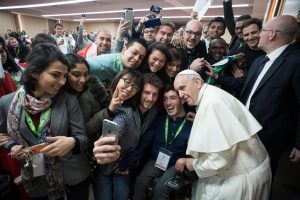 Papa-giovani-sinodo-300x200