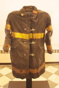 Uniforme indossata da un vigile del fuoco l'11 settembre 2001, attentato alle Torri Gemelle.