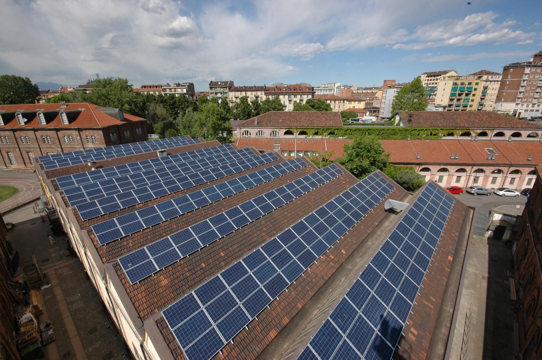 Impianto fotovoltaico montato da Etica nel Sole sui tetti del Sermig a Torino