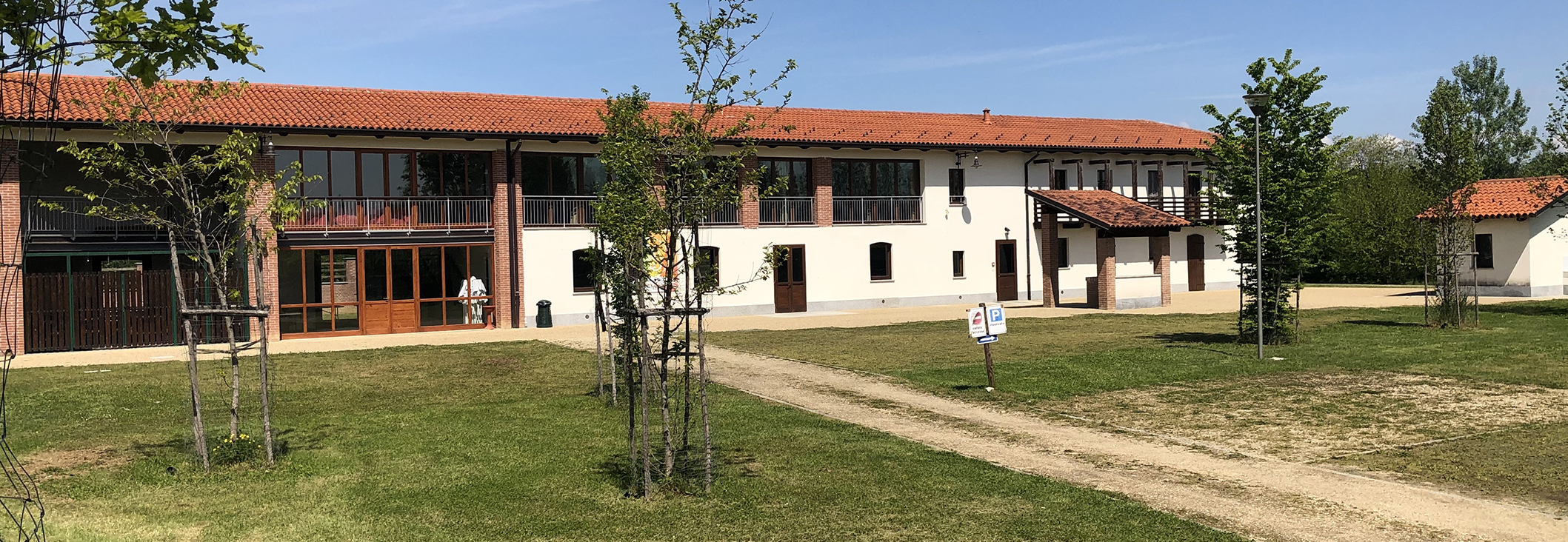 Cascina Grangetta, all'interno del Parco Naturale La Mandria  (Druento, Torino), è un centro integrato di accoglienza, formazione, didattica e agricoltura per le scuole, gli enti di formazione, le associazioni e le cooperative interessati al turismo ambientale e naturalistico, gestito dall'Associazione 3e60.